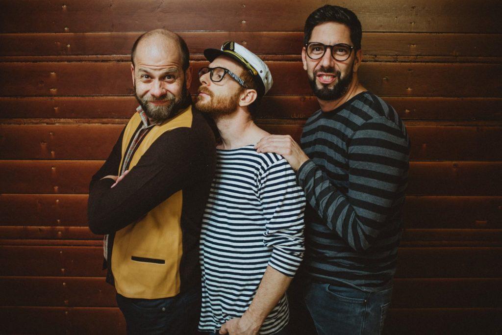 Tri tvorivé tvory spoločné foto